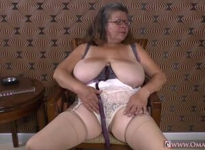 Amatuer mature women videos